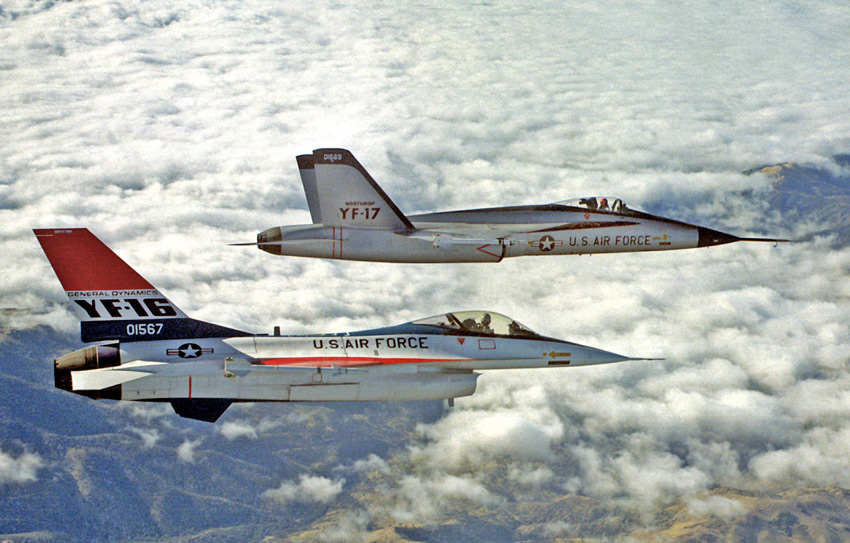 YF-16_and_YF-17_in_flight_2