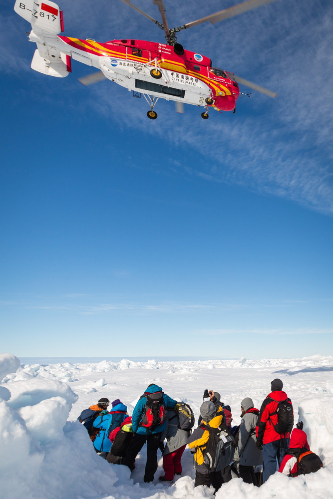 Image: Helicopter helps passengers from the stranded Russian ship MV Akademik Shokalskiy