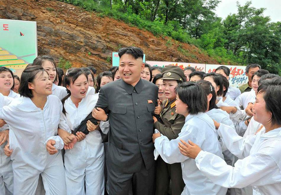 Kim-Jong-un-at-mushroom-factory1